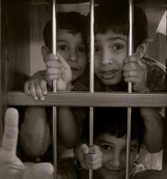 El modelo antiguo de castigar a los niños - disciplina punitiva