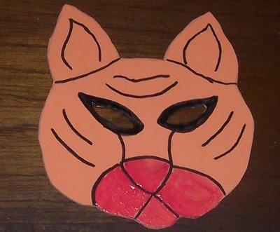 pintando mascara de tigre en foamy