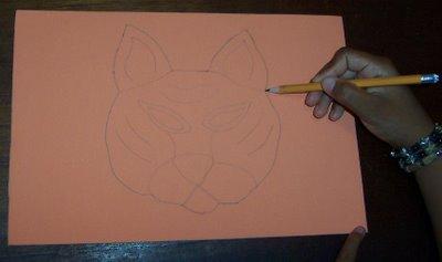 pintar figura de tigre sobre foamy