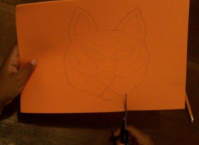 Cortar foamy en forma de tigre usando las lineas como guia